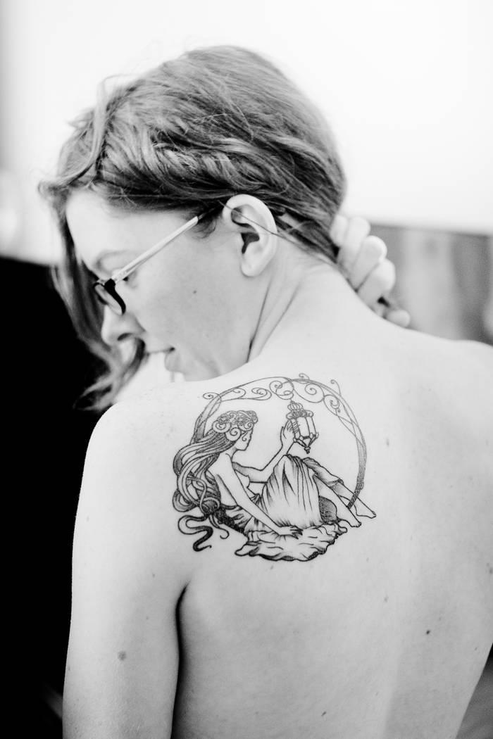Idee Tatouage Un Delicat Pissenlit Pictures to pin on Pinterest